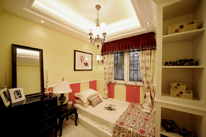 风格:法式风格    材料:深啡网大理石台面,米黄色玻化砖,玫红色乳胶漆